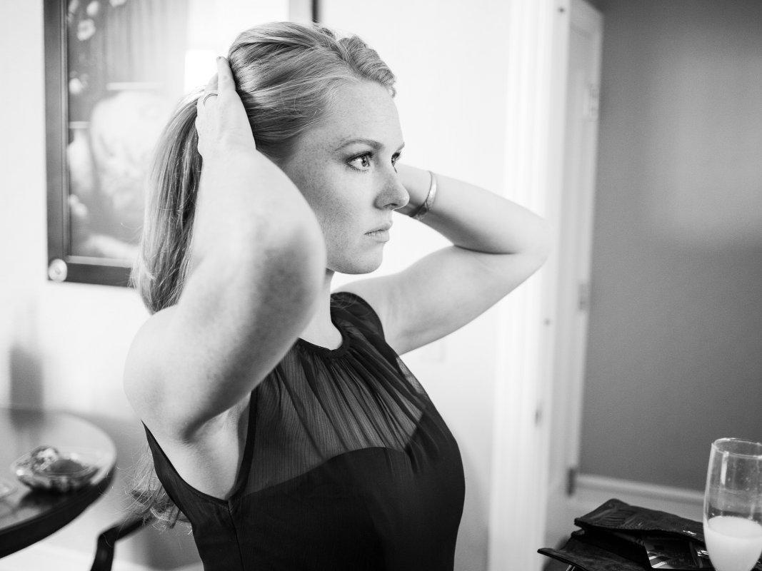 bridesmaid doing hair