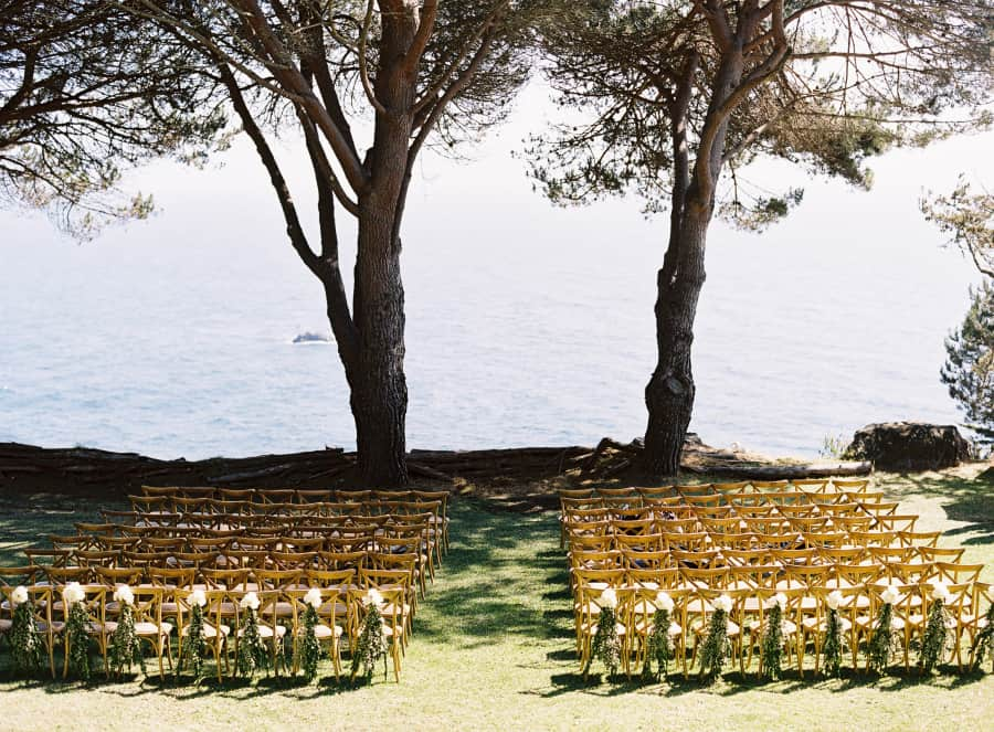 empty ceremony site at paion estate with ocean in background