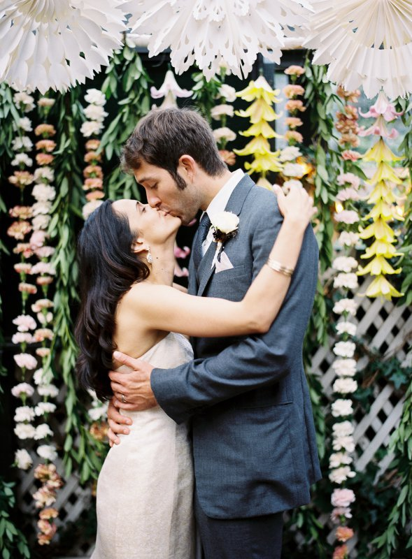 kiss with flower background
