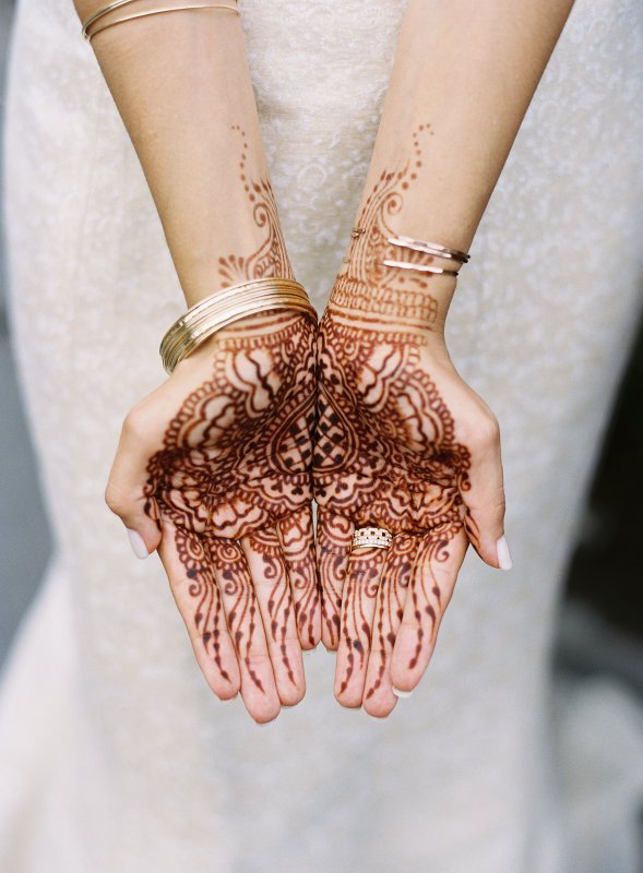 henna on bride's hands