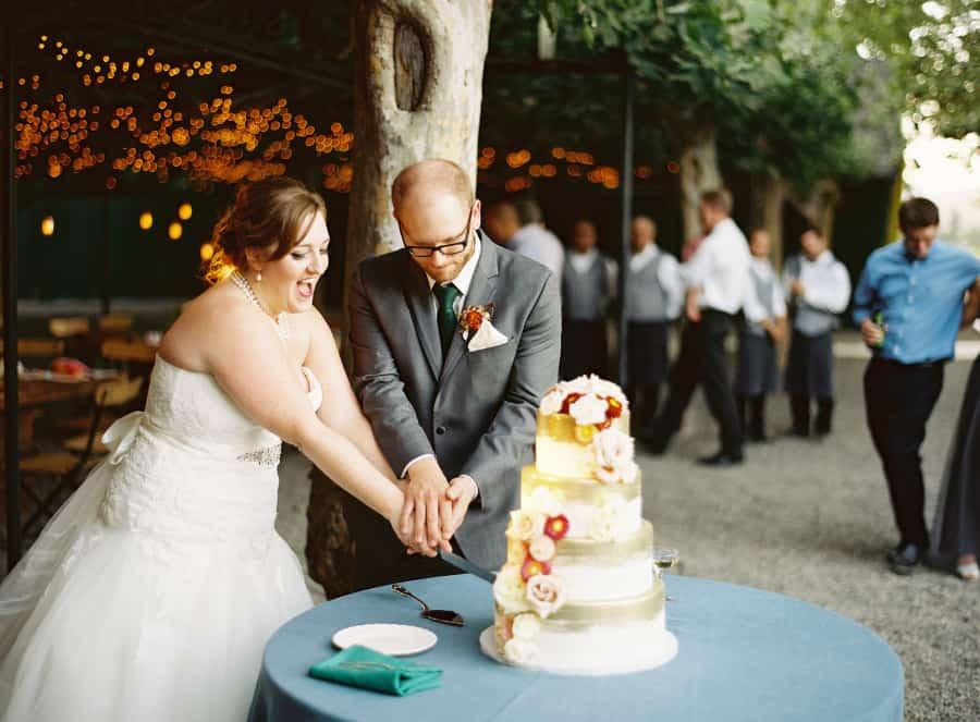 cuting cake