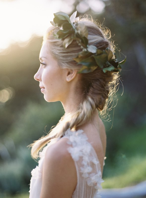 bride with green wreath crown