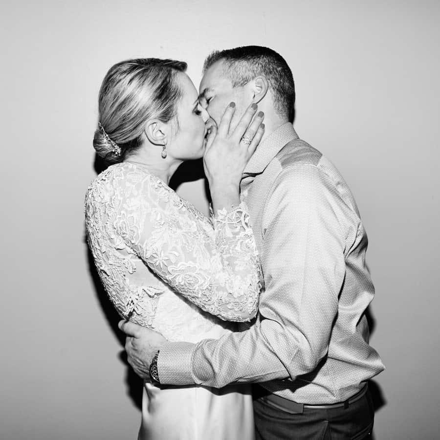 flash kissing portrait